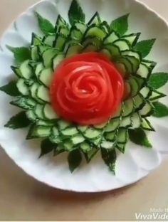 Amazing Food Decoration, Salad Decoration Ideas, Amazing Food Art, Fruit And Vegetable Storage, Fruit And Vegetable Carving, Fruit Creations, Creative Food Art, Food Art For Kids, Food Sculpture