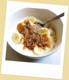 Morgenmad. Yoghurt - banan - frisk ingefær - kanel - solsikkekernesmør(?)