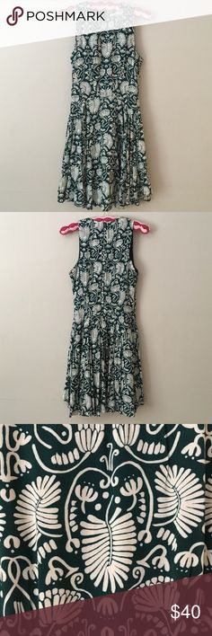Classic H&M Emerald Green & White Pattern Dress Beautiful, fun & flowy dress from H&M is size 8 (fits smaller so listed as a small), high neckline, pretty dark emerald forest green and white leaf pattern (looks Irish or Celtic inspired or something) 🍀 H&M Dresses Midi