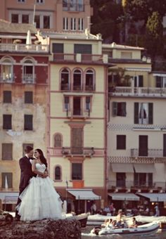 Wedding in Italy - make the location part of your day. Who needs flowers, balloons and fairy lights when Italy is your decoration!
