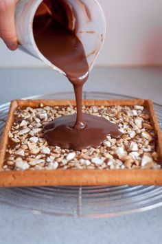 Tarte façon Snickers Snickers Pie, Beaux Desserts, Party Food And Drinks, Sweet Pie, Sweets Cake, No Cook Meals, Sweet Recipes, Dessert Recipes, Cooking Recipes