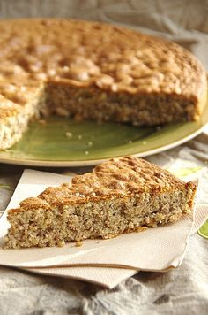 Larboisien {Gâteau aux noisettes et amandes}  http://noviceencuisine.over-blog.com/article-l-arboisien-gateau-aux-noisettes-et-amandes-114657187.html