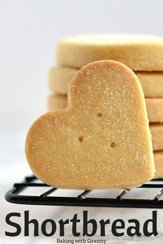 It doesn't get much more Scottish than this! Granny's shortbread is always a winner and so well practised that it's completely foolproof. Home Baking, Biscuit Recipes Uk, Kids Baking Recipes, Bisquit Recipes, Baking Recipes Cupcakes, Baking With Kids, Christmas Baking Recipes Uk, Dessert Recipes, Easy Shortbread Recipe