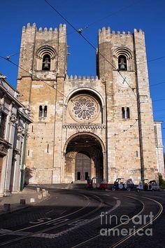Lisbon Cathedral (Portuguese: Santa Maria Maior de Lisboa or Se de Lisboa) in the Alfama district, Portugal. #lisbon #lisboa #portugal #lisboncathedral #cathedral #sedelisboa #santamariamaiordelisboa #landmark #architecture #architecturelovers #architecturephotography #secathedral #romanesque  #gothic #europe