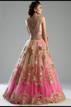 Latest Bridal Lehenga: Gorgeous Collection of Photographs of Bridal Couture Indian Dresses, Indian Outfits, Indian Clothes, Moda India, Pretty Dresses, Beautiful Dresses, Latest Bridal Lehenga, Lehenga Wedding, Wedding Mandap