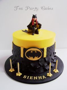 Batgirl - Batgirl cake made for a little girl turning This is an 8 inch buttercream cake with fondant decorations. Batgirl is made from a mixture of fondant and modelling chocolate. Fondant Girl, Fondant Cakes, Cupcake Cakes, Pretty Cakes, Cute Cakes, Batgirl Cake, Batgirl Party, Superhero Cake, Cake Cover