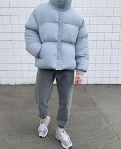 The tones in this winter fit Boy Fashion, Winter Fashion, Mens Fashion, Daily Fashion, Fashion News, High Fashion, Fashion Trends, Boy Outfits, Casual Outfits