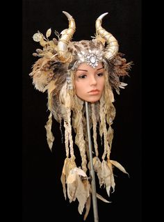Such a sick head piece Horns Costume, Cosplay Costumes, Costume Wigs, Arte Fashion, Gothic Fashion, Tribal Style, Halloween Makeup, Halloween Costumes, Horn Headband