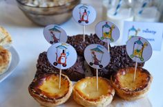 Sweet bar - tiger, elephant, giraffe Circus Birthday, Birthday Parties, Giraffe, Elephant, Sweet Bar, Cake, Desserts, Food, Anniversary Parties