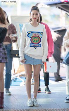 180927 ICN 출국 Airport Fashion Kpop, Kpop Fashion, Asian Fashion, Seolhyun, Kim Seol Hyun, University Girl, Standing Poses, Korean Beauty, Asian Beauty