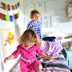 Ein verregneter Sonntag und ihr wisst nicht, wie ihr eure Kinder beschäftigen könnt? Hier kommen drei geniale und kreative Spielideen für drinnen...