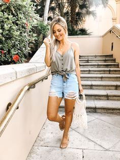 . Summer Shorts Outfits, Cute Outfits, Trendy Outfits, Mom Jeans Shorts, Jean Shorts, Jean Short Outfits, Tie Up Sandals, Look Jean, Almost Ready