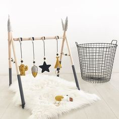 Fijne zondag allemaal! . . . #babygym #zondag #sunday #babyboy #babygirl #cactus #veer #feather #ster #star #tipi #okergeel #okeryellow #grijs #grey #ijsje #icecream #babykamer #babyroom #woonkamer #livingroom #webshop #rammelaar #rattle #ukkepuq