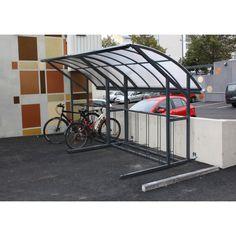 Kotimaisessa polkupyöräkatoksessa yhdistyvät käytännöllisyys, lujuus ja tyylikäs ulkonäkö. Modernin muotoilun ansiosta pyöräkatos voidaan asentaa jopa pääoven viereen. Siipimäinen katto ohjaa valuvan veden poispäin pyöräilijästä, joka tuo tai hakee pyörää