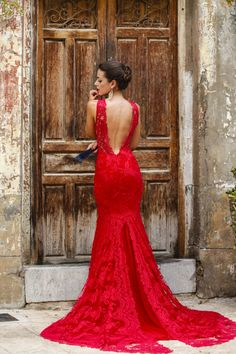A red lace dress is always going to make you look irresistible! Via sillaparamibolsoblogDress: Silvia Navarro