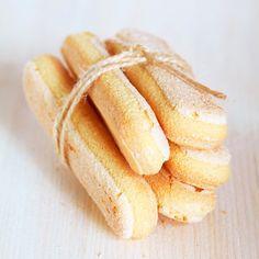 Lange vingers, kinderen zijn er dol op! Maak nu je eigen huisgemaakte lange vingers met de FunCakes mix voor Biscuit. Volg de stappen in het recept en succes is gegarandeerd. Ook ideaal om te gebruiken bij het maken van tiramisu.