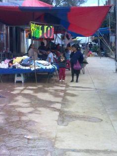 Comerciantes de Chalcatongo se han unido y han pedido a la autoridad municipal no dejar entrar a los comerciantes que traen productos de baj...