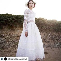 #クリストスコスタレロス の2017年新作もとっても素敵❤️ナチュラルなヘアに、深紅のリップが効いてます。 #ellemariage #エルマリアージュ #bridalfashionweek #ウエディングドレス #花嫁 #christoscostarellos @christoscostarellos #プレ花嫁 #bridal #結婚式