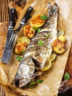Grilled Fish – How To Do It The Right Way The best and the healthiest way to cook fish is by grilling. It is also a perfect way to preserve the natural flavor of fish, just like grilling pres… Fish Recipes, Seafood Recipes, Cooking Recipes, Healthy Recipes, Grilled Fish, Grilled Meat, Fish Dishes, Main Dishes, Baked Whole Fish