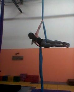 Hip key layout with a spin!    #aerialsilk #aerialtissu #aerialdance #aerialacrobat #aerialarts #aerialist #silks #gymnastics #circuslife #cirque #losangeles #dance #ballet #dancer #inspirational #workout #strength #strong #beauty #grace #strength #aerialyoga #fitinspiration #fitnessaddict #fitchick #fitfam #fitspo #strongissexy #strongwoman #beautiful #graceful