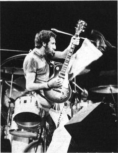 Pete Townshend, Greatest Rock Bands, My Generation, Guitar Players, Windmills, Rock N Roll, Photo Credit, Singer, Concert