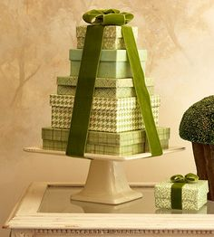 Christmas tree from boxes, ribbon and cake stand #Christmas #tree #Christmastree