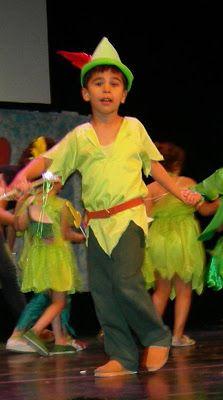 Divertido disfraz para niño...     ¡Peter Pan y sus aventuras, en el País de Nunca Jamás ...!