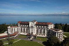 "Hotel Royal Evian - Tempo da Delicadeza. Recentemente, o Hotel Royal Evian, conquistou o ""World Travel Award"" nas categorias ""Leading Resort de France 2015″ e ""Leading Spa Resort 2015″."