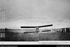 El Telégrafo, piloteado por Ferrucio Guicciardi. Primer avión que aterrizó en Cali, el 21 de abril de 1921, en un mangón conocido con el nombre de Long Champ, propiedad de Pio Quinto Rizo. Santiago de Cali, 1921.  Alberto Lenis Burckhardt. El Telégrafo, piloteado por Ferrucio Guicciardi y 200005. SANTIAGO DE CALI: Biblioteca Departamental Jorge Garces Borrero, 1921. 21X32.