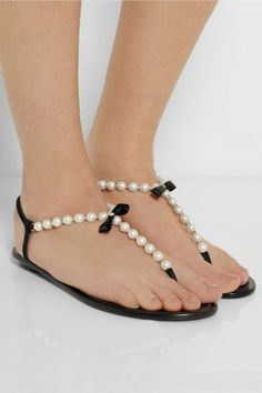 Trendy flat sandals 2014. The best footwear for the summer! #evatornadoblog