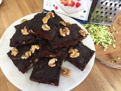 These Protein Brownies are perfect for a Pre or Post workout snack, or a meal on the go. This recipe only uses the Muffin Mix, which means you have a mix left for a small batch of muffins :D Healthy Protein Snacks, Protein Bread, Protein Brownies, Healthy Cookies, High Protein, Butter Chocolate Chip Cookies, Dark Chocolate Chips, Muffin Mix, Low Carb Chocolate