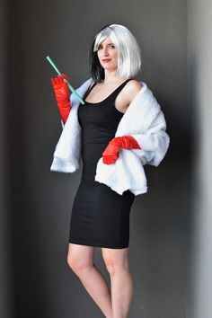 An easy DIY Cruella Deville costume! Full tutorial and links to the items - no sewing