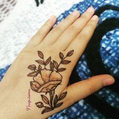#henna#hennaart#hennatattoo#hennamehndi#mehndidesigns#bridalhennadesigns#hennadesigns#hennafun#hennalover#mehndilovers#hennainspired#dulhanhenna#mehndinight#weddingday#wedding#rosehenna#flowermehndi#art#artist#bride#indianmehndidesign#naturalhenna#hennastain#arabichenna#hennabook#hennapro#7enna#tattoo#bodyart#Naazi_henna#zulfas_henna #rosemehndi Mehndi Images, Henna Mehndi, Mehndi Designs, Body Art, Bride, Tattoos, Artist, Wedding, Instagram