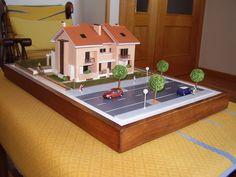Proyecto: Pareado  Maqueta: Arquitectónica  Escala: 1:87  Dimensiones: 0.45 x 0.35 m.  Cliente: Vabipro, S.L. (Valladolid)  Ubicación del Proyecto: Zona El Peral - Valladolid  Año de ejecución: 2005