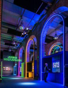 Exhibition Display, Exhibition Space, Neon Lighting, Lighting Design, Green Design, Spanish Practice, 80s Video Games, Brick Arch, House Information