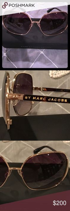 Marc Jacobs Sunnies 💞 Marc By Marc Jacobs Brown and gold Sunnies. Square oversized looked! Gorgeous!!!! 💝 Accessories