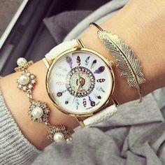 Magnífico reloj de atrapa sueños al alcance de ti $180 encuéntranos también en FB CocoCanela