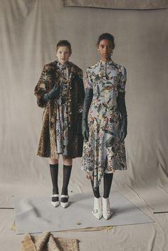 Erdem Resort 2019 Fashion Show Collection: See the complete Erdem Resort 2019 collection. Look 29 Fashion News, Runway Fashion, High Fashion, Fashion Outfits, Womens Fashion, Fashion Trends, Fashion Top, Art Conceptual, Erdem