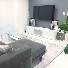 女性で、OtherのIKEA/壁掛けテレビ/ケイトモス/ミニマル/ミニマルモダン/ホワイトハウス…などについてのインテリア実例を紹介。「グレーと白が基調のリビングです」(この写真は 2017-08-21 22:18:47 に共有されました) Tv Wall Design, Living Spaces, Living Room, Love Home, Apartment Interior, Inspired Homes, Cozy House, Sweet Home, New Homes