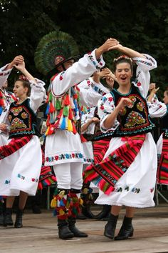 "Ansamblul folcloric ""Cununa de pe Somes"" Bistrita - Romania Traditional Dresses, Traditional Art, Ukraine, Romania People, Art Populaire, Exhibition, Folk Costume, Girl Dancing, Eastern Europe"