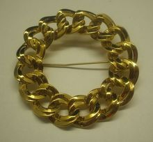 Monet Double Link Chain Flat Wreath Circle Pin