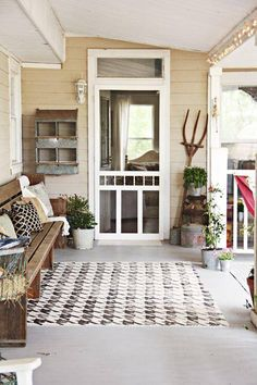 love this style, great rug,bench and how about the chicken coop thing on the wall :)