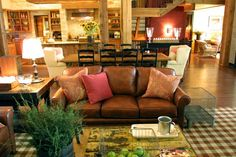 now this is my idea of a dream living room....comfy, sophisticated, NOT stuffy, warm, and inviting! LOVE <3