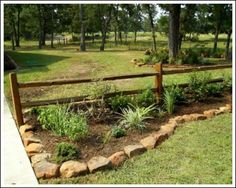 Country yard landscaping ideas simple landscape rustic best rock edging on home design 8 garden of Rustic Landscaping, Driveway Landscaping, Rustic Backyard, Backyard Fences, Landscaping With Rocks, Backyard Landscaping, Landscaping Ideas, Rustic Fence, Landscaping Software