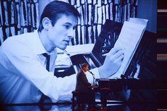 """Der Komponist, Sänger und Entertainer Udo Jürgens wird am 30. September 80 Jahre alt. Sein gefühltes biologisches Alter gibt er schmunzelnd mit """"vielleicht 51"""" an, sein 53. Album nannte er """"Mitten im Leben"""", bald geht er auf die 25. Tournee. Er ist nicht nur eine lebende, sondern auch sehr lebendige Legende. (Bild: dpa)"""