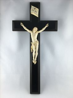 A substantial ( of great value), immaculate and cherished ivory crucifix, Dieppe (France) carving c.a. 1870 - call. Danilo +39 335 6815268