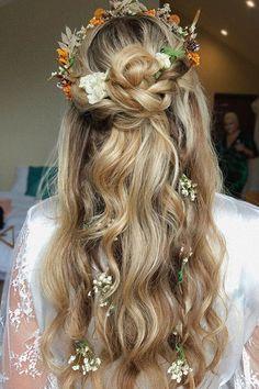Wedding Hair Flowers, Wedding Hair And Makeup, Flowers In Hair, Hair Makeup, Hairstyle With Flowers, Hippie Wedding Hair, Hair Wedding, Bride Hairstyles, Pretty Hairstyles