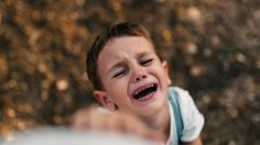 Harvey Karp Swears by This Toddler Tantrum Trick - PureWow Three Year Olds, 2 Year Olds, 2 Year Old Food, Discipline 2 Year Old, Balle Anti Stress, 2 Year Old Girl, 2 Year Old Birthday, Oldest Child, Jüngstes Kind