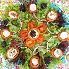 Uma semana = sete saladas – semana - Ruin Tutorial and Ideas Brunch Recipes, Appetizer Recipes, New Recipes, Salad Design, Food Net, Food Carving, Food Decoration, Holiday Appetizers, Soup And Sandwich