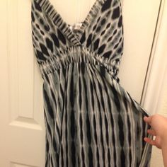 Black/ white dress Loved this dress! Don't wear it really anymore!! Great condition! Dresses Midi